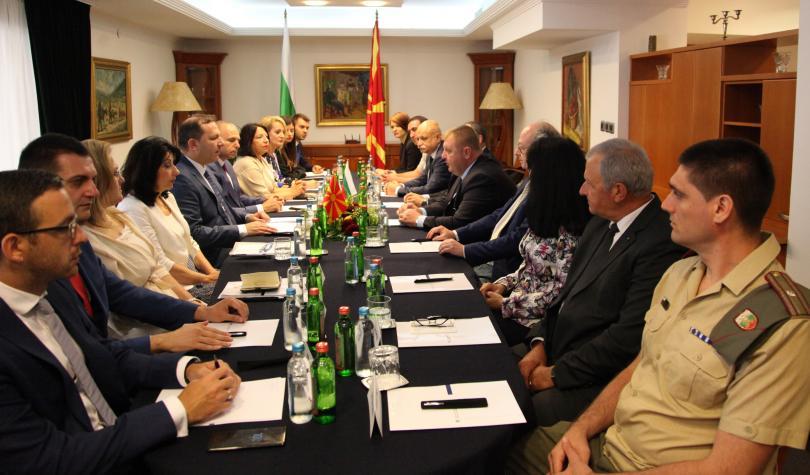 снимка 2 София и Скопие подписаха протокол за сътрудничество срещу трафика на хора