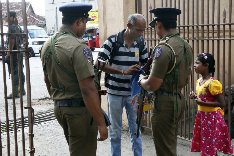 снимка 1 Първа църковна служба след атаките в Шри Ланка