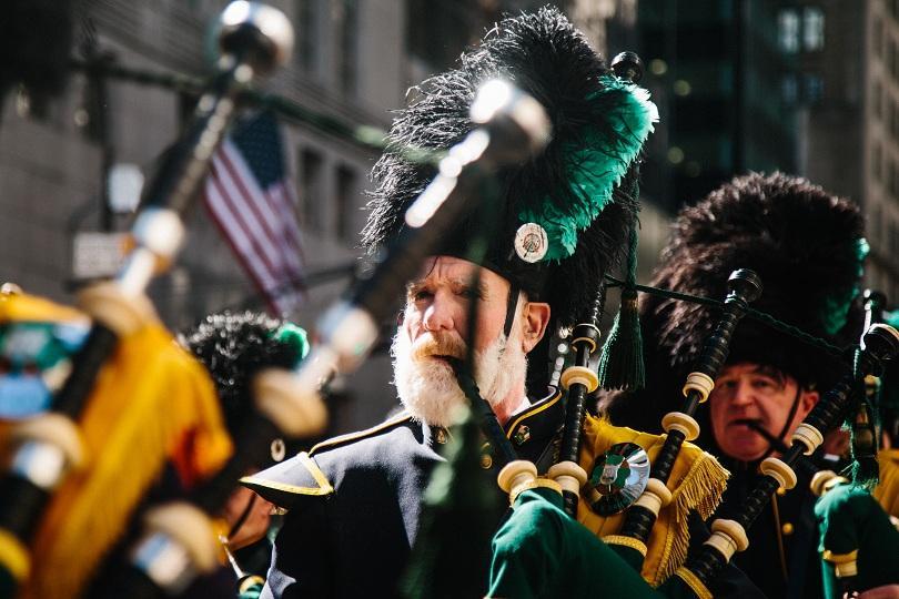 Ирландците по света отбелязват Деня на Свети Патрик. Той е