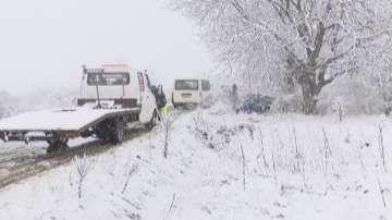 Зимата се завърна: Сняг, вятър и минусови температури в цялата страна