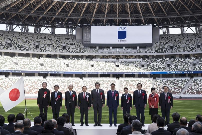 Японският премиер Шиндзо Абе откри новия национален стадион, построен за