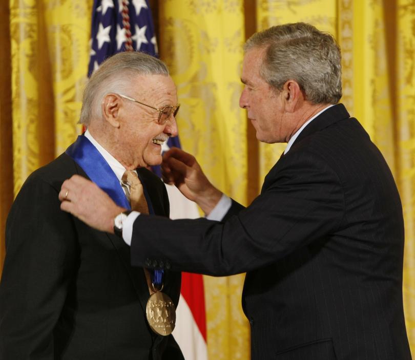 През 2008 г. получава американската награда за изкуства, връчена му от президента Джордж Буш