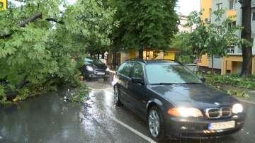 Пороен дъжд с градушка нанесе материални щети в Стара Загора