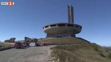 Експерти от организацията Европа Ностра посетиха паметника на връх Бузлуджа