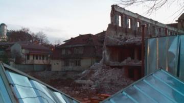 Институциите започват проверка след падналата стена на тютюнев склад в Пловдив