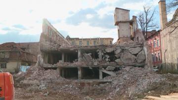 Експерти: Стената на тютюневия склад в Пловдив не е бутната умишлено