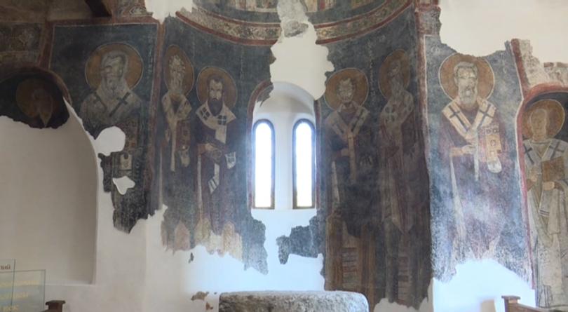 снимка 1 Реставрираха средновековни стенописи в църквата в град Рила