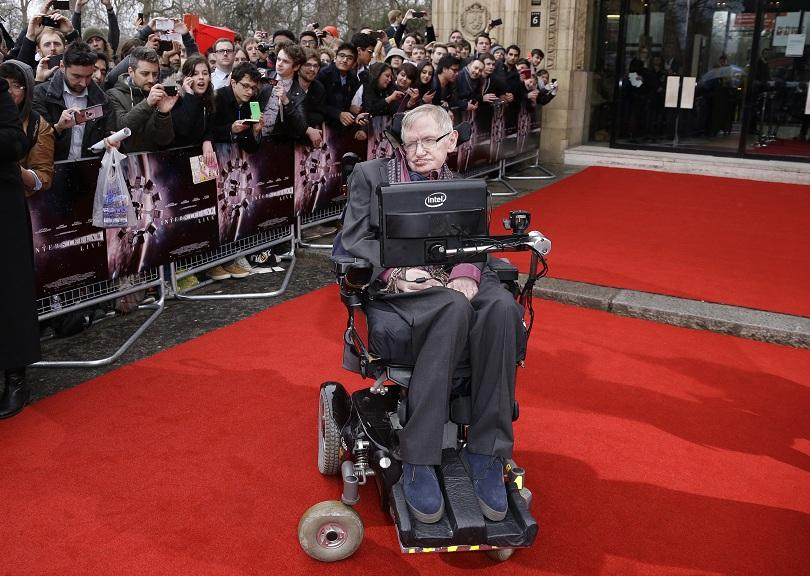 Известният британски учен Стивън Хокинг почина на 76-годишна възраст. Хокинг