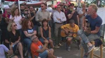 Стинг пя с италиански работници на улицата