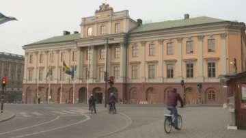 Стокхолм се връща към нормалния ритъм на живот след атентата