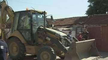 Събориха две незаконни къщи в Столипиново