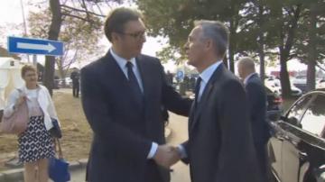 Сърбия и НАТО могат да превъзмогнат миналото, заяви Йенс Столтенберг