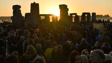 Хиляди посрещнаха лятното слънцестоене в Стоунхендж