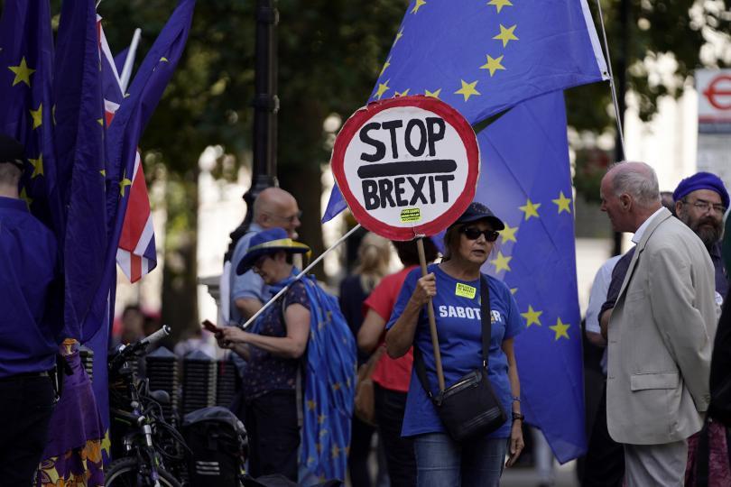 Днес следобед във Великобритания се очакват нови протести срещу решението