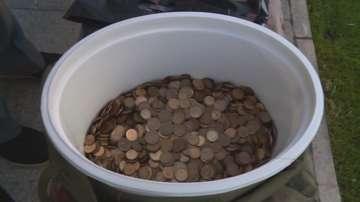 Мъж плати такса смет с 15 килограма жълти стотинки