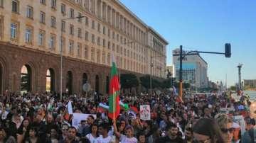 Родители на протест срещу законодателни промени за защита на децата