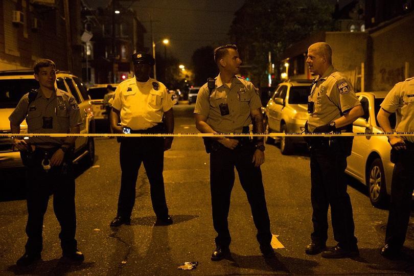 Успешно са изведени двамата полицаи, които се оказаха блокирани в