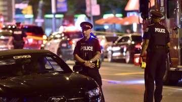 Жена беше убита, а 13 души са ранени при стрелба в Торонто