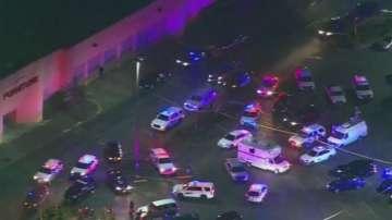 Четирима души бяха убити при стрелба в търговски център в САЩ