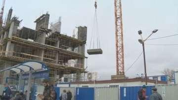 Фирмата строител ще помогне на жената, която пострада от паднал кофражен болт