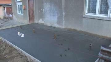 Семейство от Велико Търново осъмна със строителна площадка пред дома си