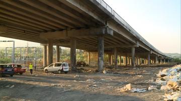 7000 куб. метра отпадъци остават непочистени до моста на Струма