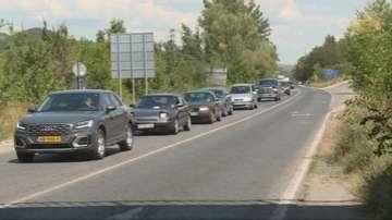 Интензивен трафик по АМ Струма и Е-79 в посока Гърция