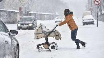 Екстремен студ и сняг блокираха градове в Европа