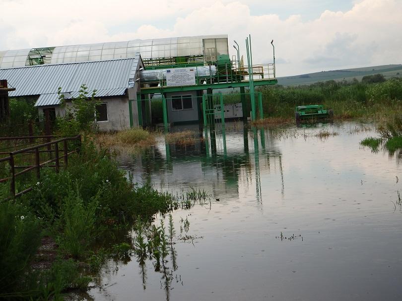 Река Студена е излязла от коритото си и е наводнила