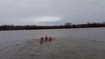 22-годишен студент извади кръста от водите на Дунав край село Сандрово