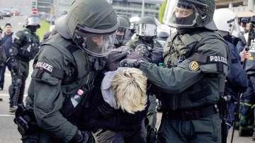 Полицията в Германия арестува 400 души при безредици в Щутгарт