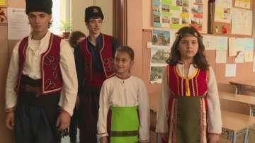 Ученици и учители в Стара Загора влязоха в клас с носии