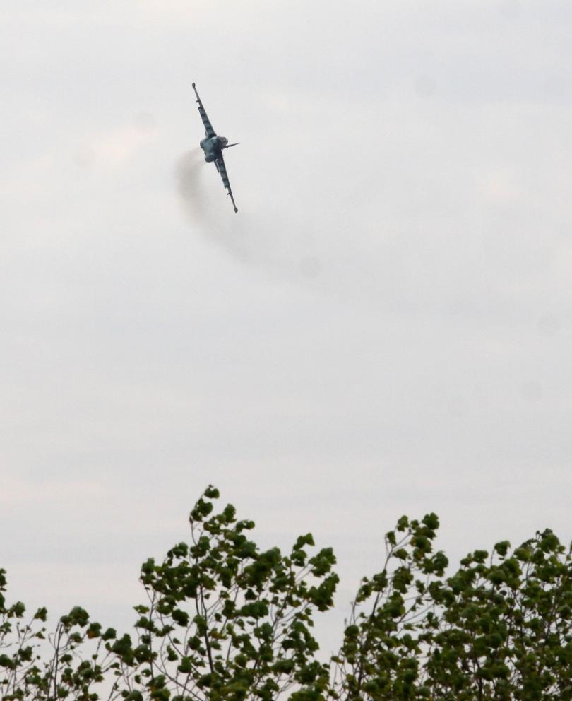 снимка 2 Военният министър Каракачанов наблюдава тренировъчни полети над Шабла