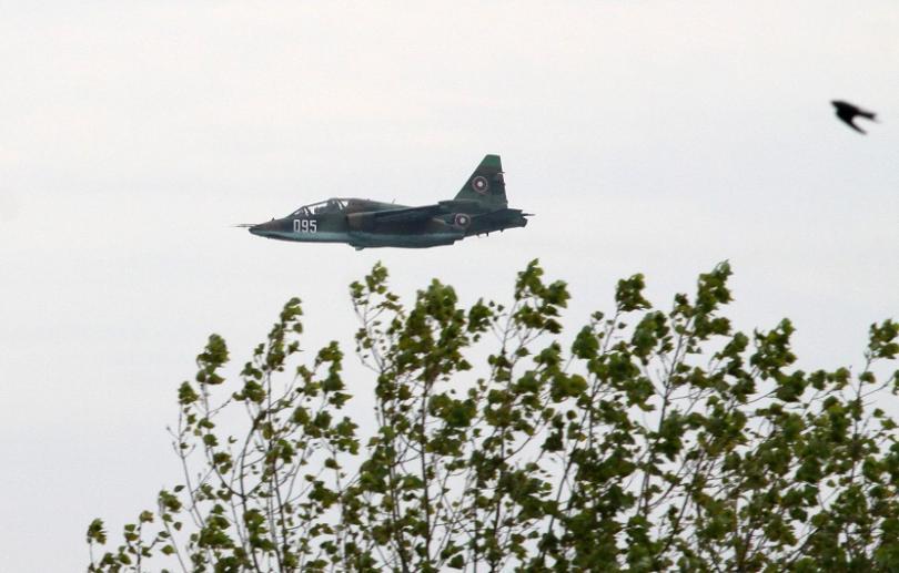 снимка 4 Военният министър Каракачанов наблюдава тренировъчни полети над Шабла