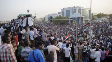 Суданските военни имат 60 дни, за да отстъпят властта