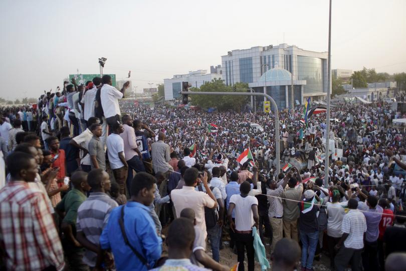 суданските военни имат дни отстъпят властта