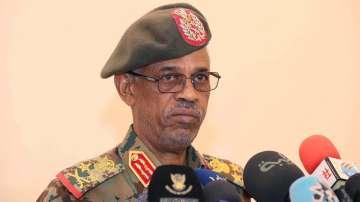 Председателят на военния съвет в Судан подаде оставка