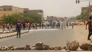 Над 30 души са убити, след като армията в Судан разпръсна седяща стачка в Хартум