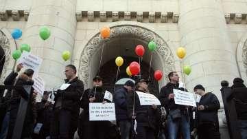 Продължават протестите на надзирателите в затворите и съдебната охрана