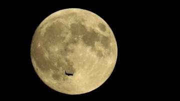 """""""Кървава луна"""" и """"Великото противостоене на Марс"""" наблюдаваме тази вечер"""