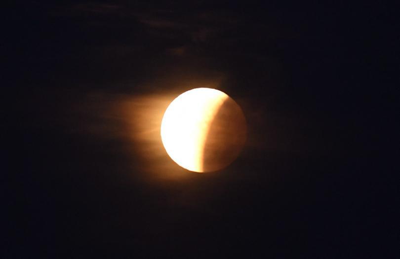 снимка 3 Феноменът Супер синя кървава Луна (СНИМКИ / ВИДЕО)