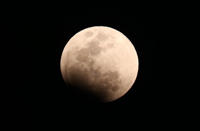 Невиждан близо 40 години небесен спектакъл бе наблюдаван вчера вечер