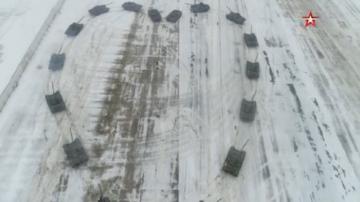 Руски военен направи предложение за брак със сърце от танкове