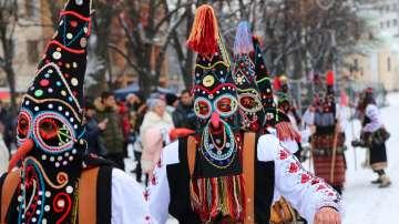 Повече от 7500 участници се събраха на втория ден от фестивала Сурва (СНИМКИ)