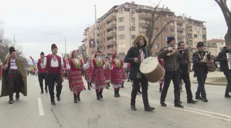 В Благоевград се провежда дванайстият общински фестивал на сурвакарските групи.