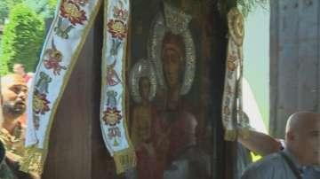 Хиляди се докоснаха до чудотворната икона на Св. Богородица в Троянския манастир