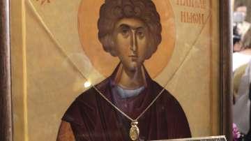 В църквата Св. Седмочисленици посрещнаха мощите на Св. Пантелеймон