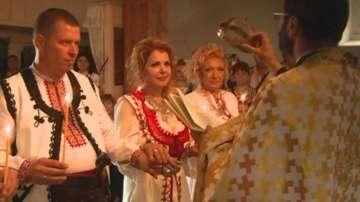 Русенци отпразнуваха сребърната си сватба с възстановка на български обичай