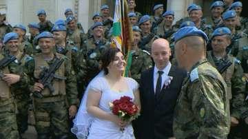 Младоженци се венчаха в Деня на храбростта