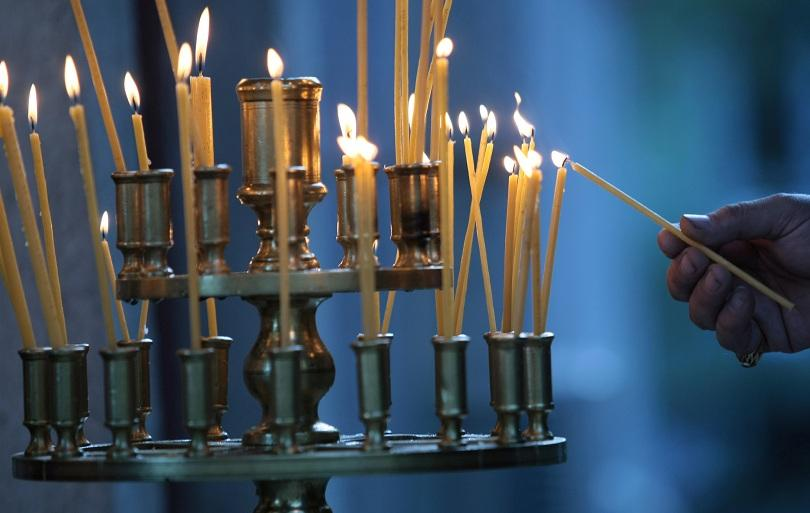 Църквата отбелязва Въведение Богородично. Това е един от най-големите църковни